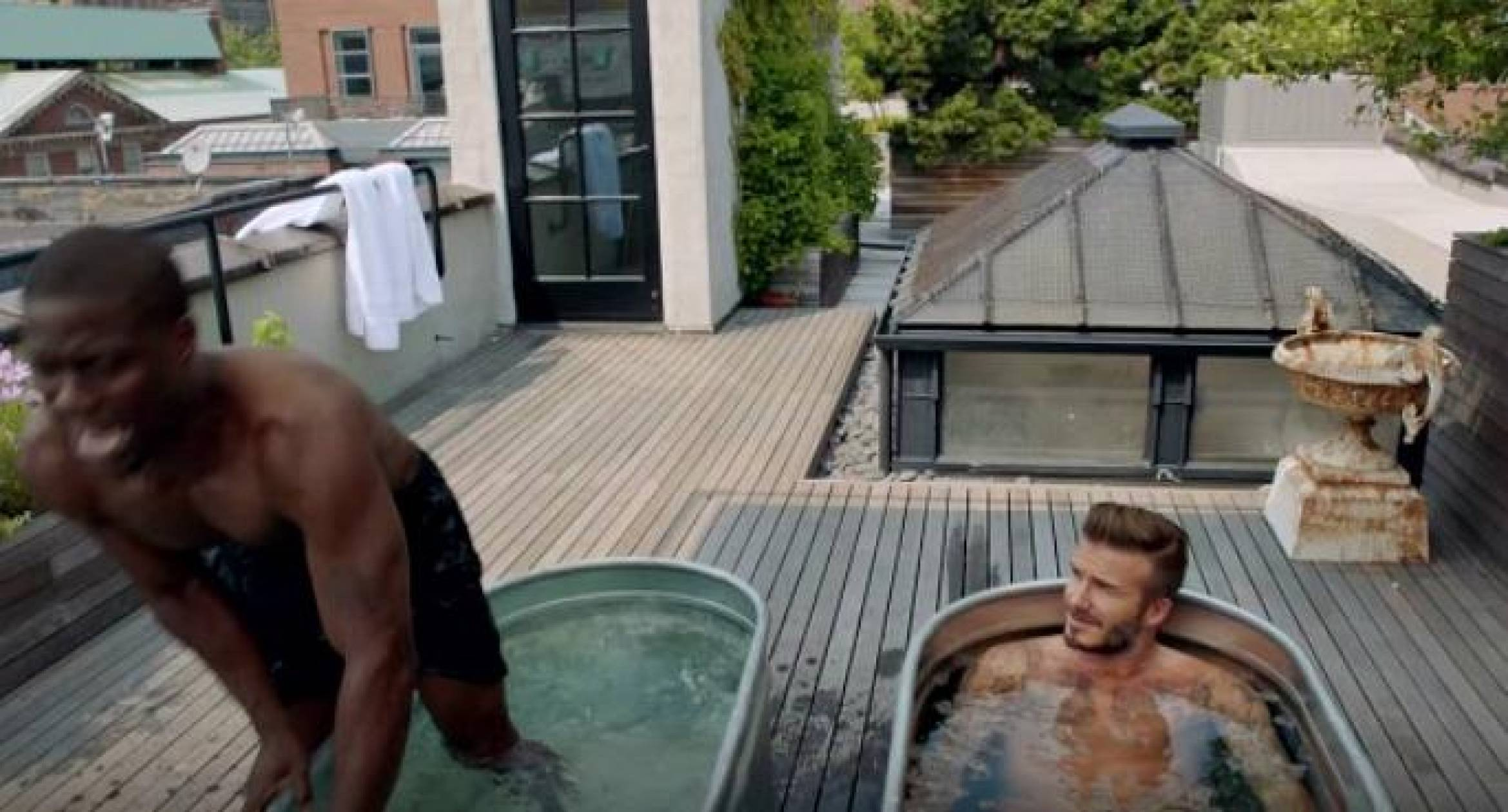 Anderson opened his home up to H&M to shoot a commercial with Kevin Hart and David Beckham. This is a screenshot from that commercial. Not other interior photos have been made public.