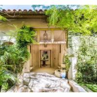 Anna Faris home in Los Angeles, CA