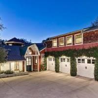 Julie Plec home in Los Angeles, CA