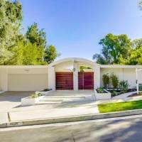 Deon Cole home in Los Angeles, CA