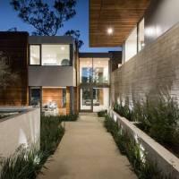 Kirk Fernandez home in Los Angeles, CA