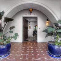 Johnny Galecki home in Los Angeles, CA