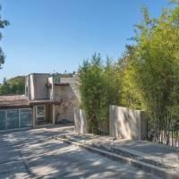 Jenna Elfman home in Los Angeles, CA