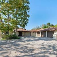 Kimberly Perry home in Thousand Oaks, CA